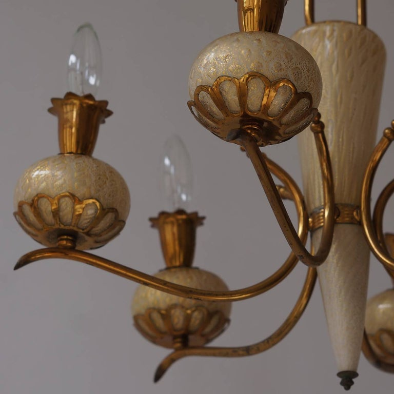 Elegant Italian Murano Gold Glass and Brass Chandelier by Barovier & Torso In Good Condition For Sale In Antwerp, BE