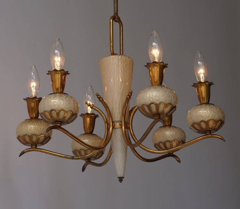 20th Century Elegant Italian Murano Gold Glass and Brass Chandelier by Barovier & Torso For Sale
