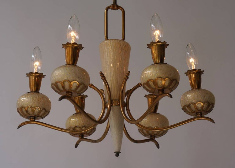 Elegant Italian Murano Gold Glass and Brass Chandelier by Barovier & Torso For Sale 2