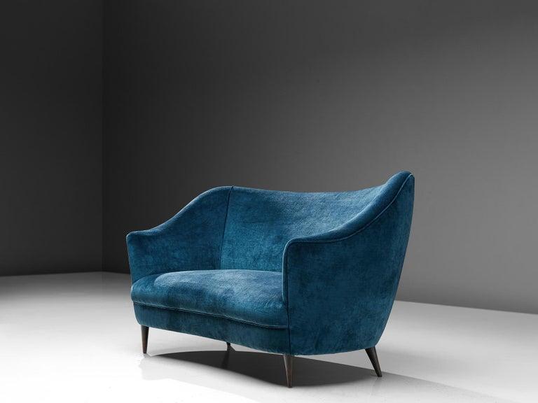 Mid-Century Modern Elegant Italian Sofa in Prussian Blue Upholstery For Sale