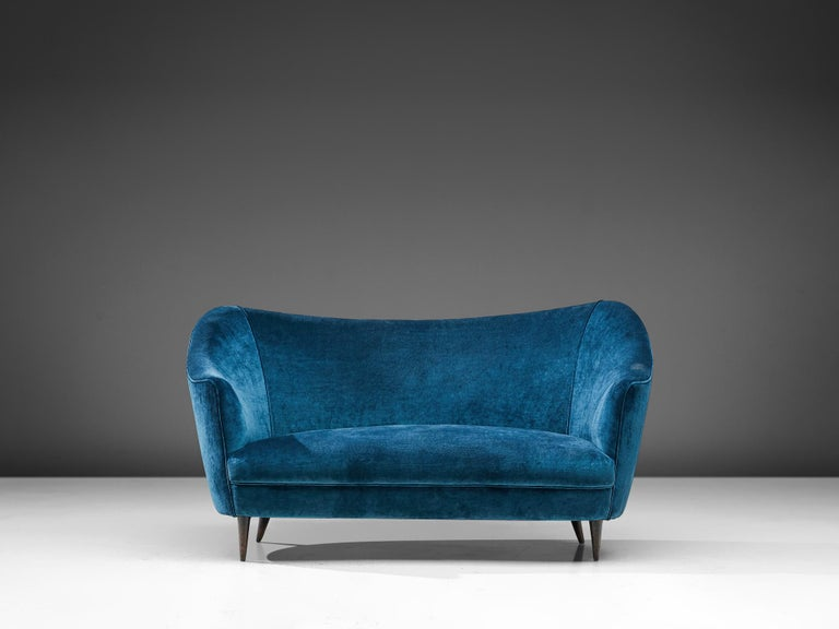 Elegant Italian Sofa in Prussian Blue Upholstery In Good Condition For Sale In Waalwijk, NL