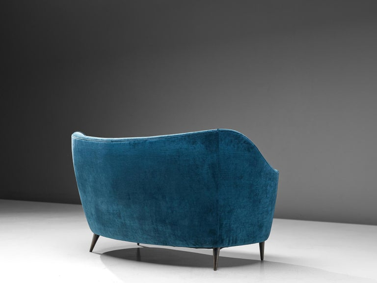 Mid-20th Century Elegant Italian Sofa in Prussian Blue Upholstery For Sale