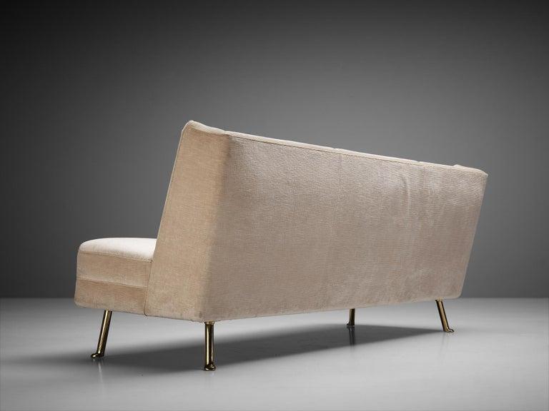 Mid-20th Century Elegant Italian Three-Seat Sofa in Cream Velvet For Sale