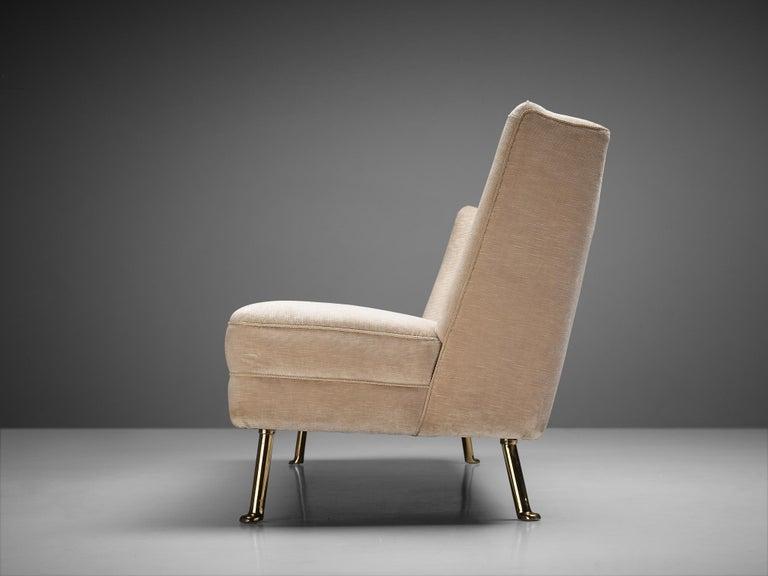 Elegant Italian Three-Seat Sofa in Cream Velvet For Sale 1