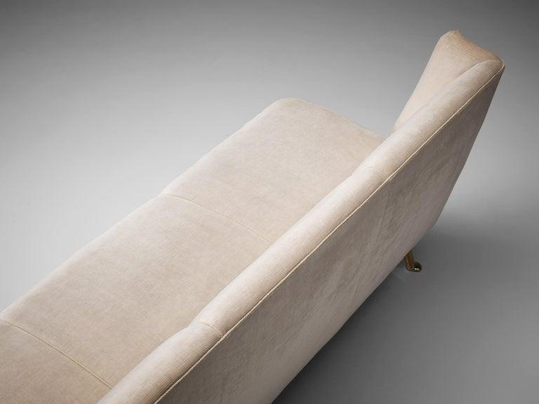 Elegant Italian Three-Seat Sofa in Cream Velvet For Sale 3