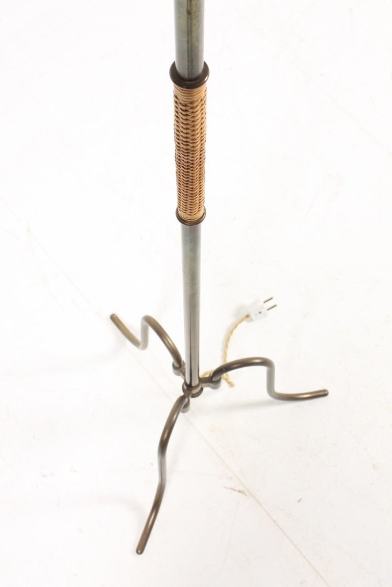 Elegant Midcentury Floor Lamp in Brass by Lysberg Hansen , Danish Design For Sale 1