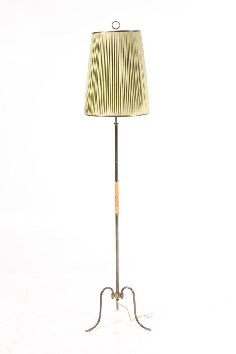 Elegant Midcentury Floor Lamp in Brass by Lysberg Hansen , Danish Design For Sale 2