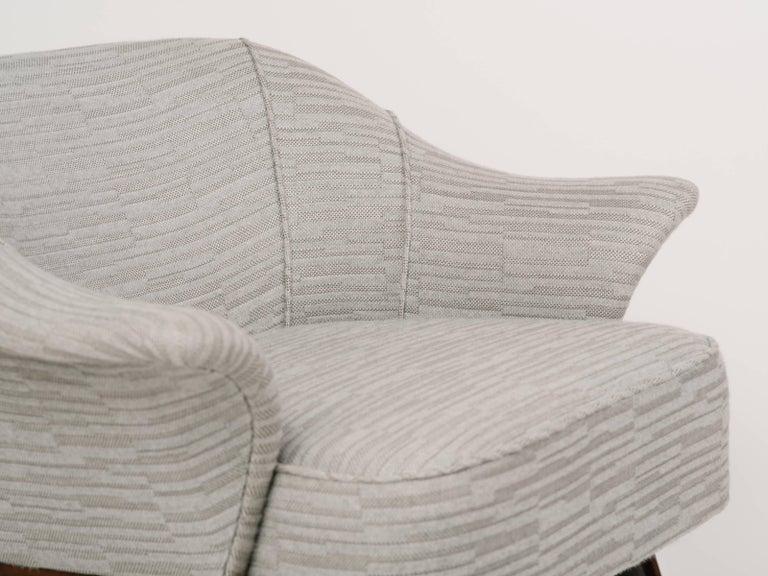 Elegant Mid-Century Modern Swan Chair in Embossed Wool For Sale 4
