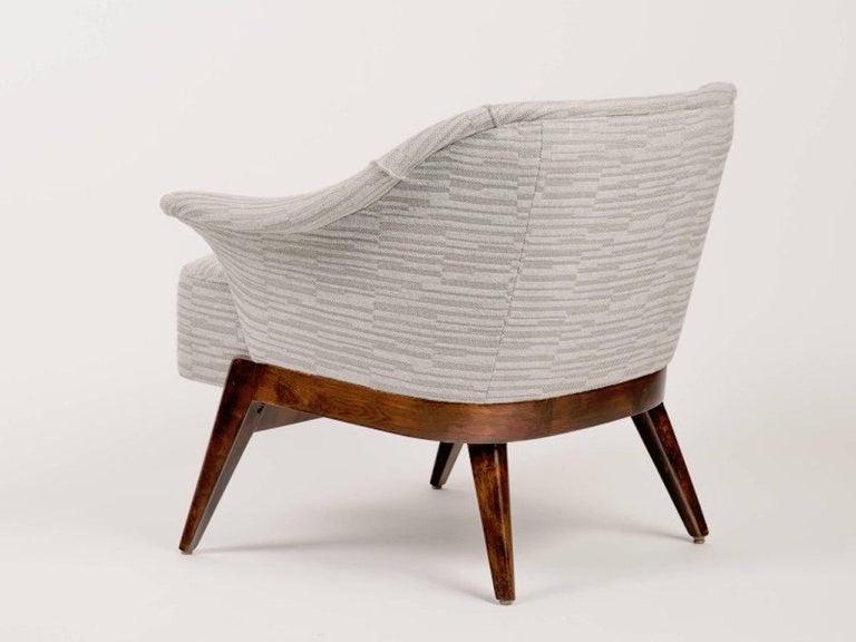 Elegant Mid-Century Modern Swan Chair in Embossed Wool For Sale 2