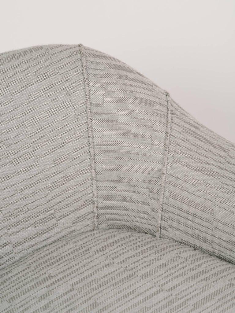 Elegant Mid-Century Modern Swan Chair in Embossed Woven Wool For Sale 5