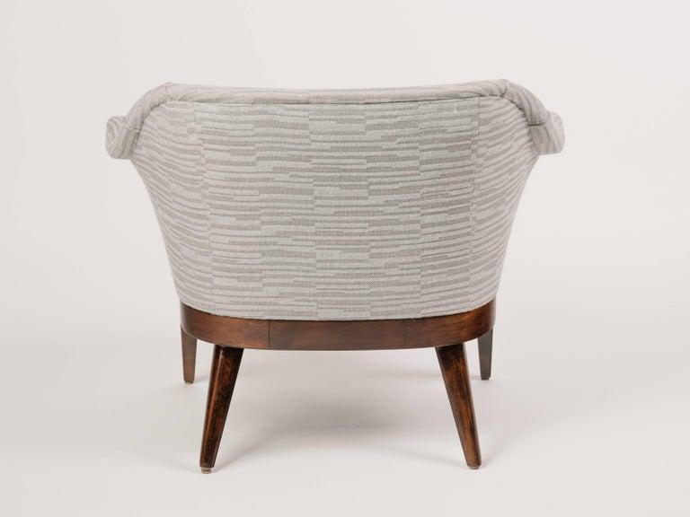 1950s Elegant Mid-Century Modern Swan Chair in Embossed Woven Wool For Sale