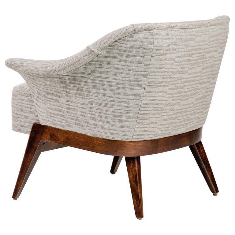 Elegant Mid-Century Modern Swan Chair in Embossed Woven Wool For Sale 1