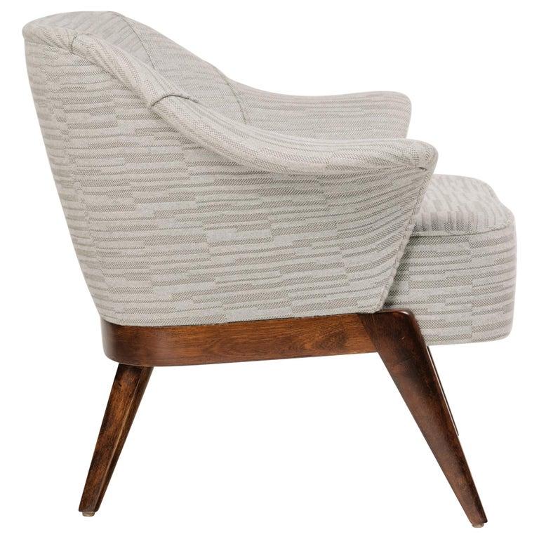 Elegant Mid-Century Modern Swan Chair in Embossed Woven Wool For Sale