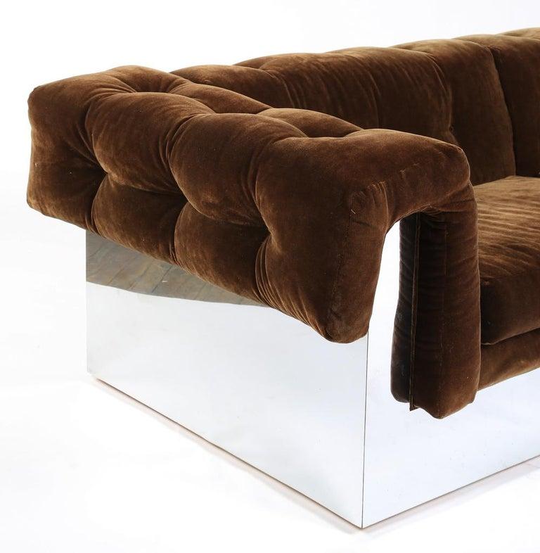 Mid-Century Modern Elegant Milo Baughman Button-Tufted Chrome Sofa For Sale