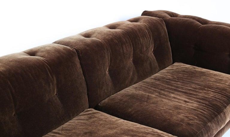 Elegant Milo Baughman Button-Tufted Chrome Sofa In Good Condition For Sale In Dallas, TX