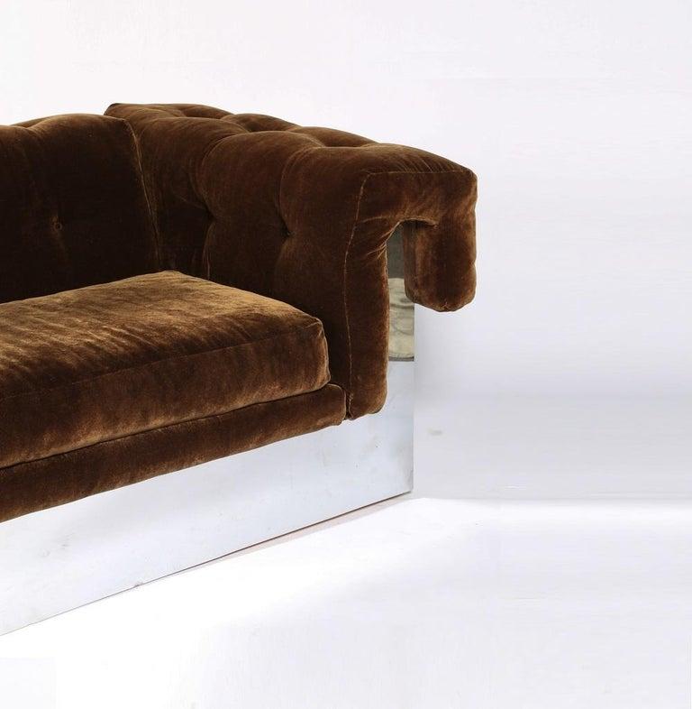 Mid-20th Century Elegant Milo Baughman Button-Tufted Chrome Sofa For Sale
