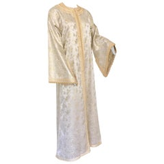 Elegant Moroccan Caftan White and Gold Metallic Floral Brocade