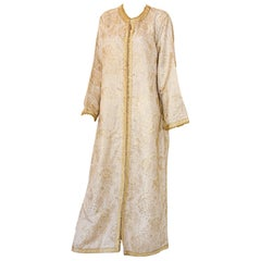 Elegant Moroccan White Caftan with Gold Metallic Floral Brocade