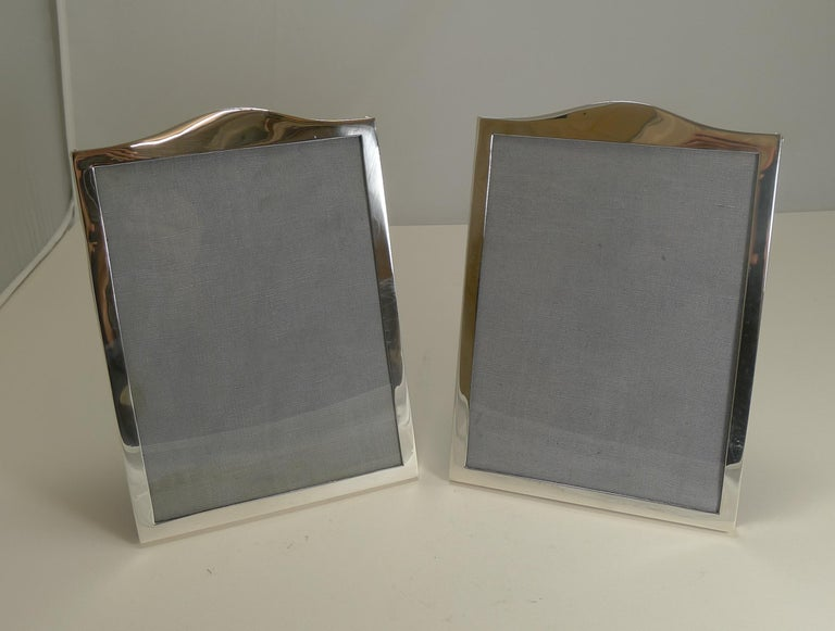 Elegant Pair Antique English Sterling Silver Photograph Frames - 1919 For Sale 1