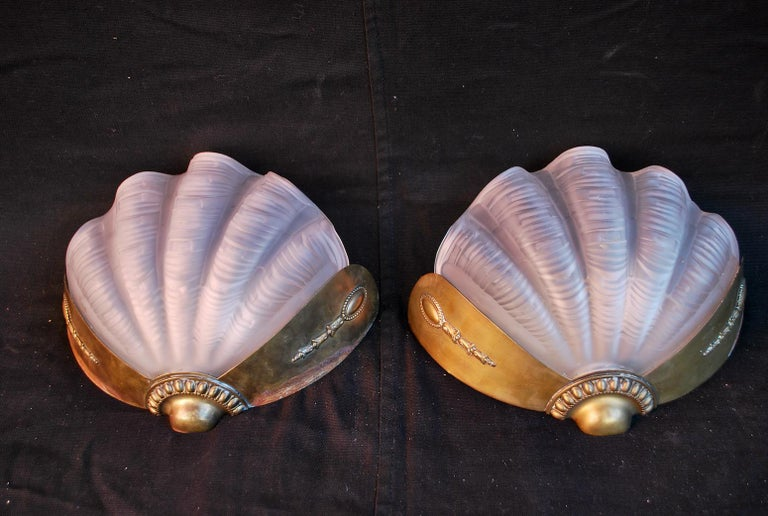 An beautiful and Elegant pair of 1920's Art deco scallops sconces, the brass can be cleaned were you won't see the age mark, ( see pictures ), on one picture they look like they have a difference patina, they are not, it is the flash of the camera,