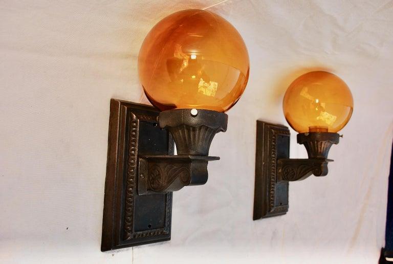 Elegant Pair of 1920s Cast Iron Outdoor Sconces For Sale 1