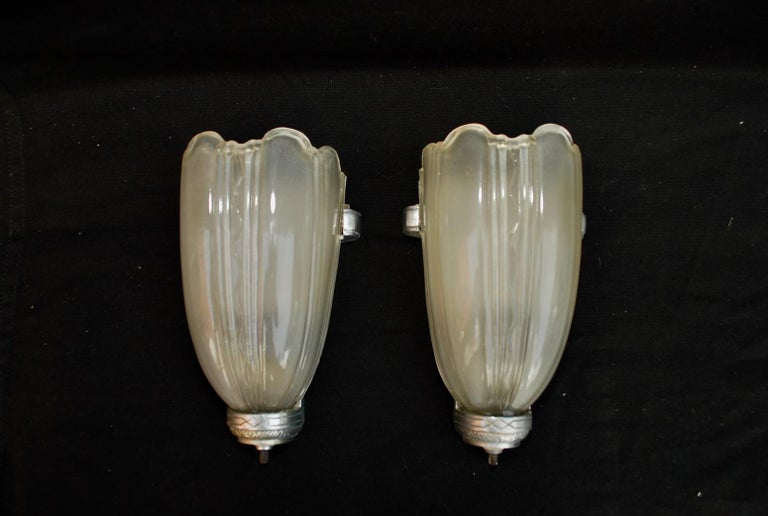 Early 20th Century Elegant Pair of Art Deco Sconces For Sale