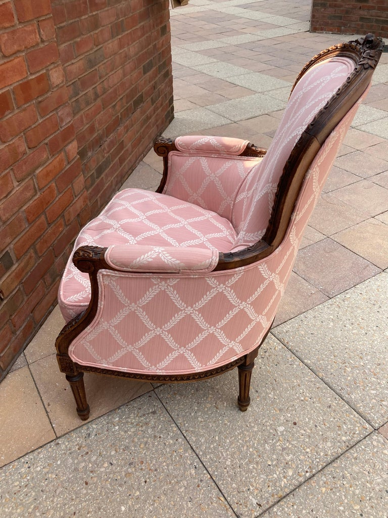 Elegant Pair of Classic French Style Bergere Chairs with Walnut Frames In Good Condition For Sale In Hopewell, NJ