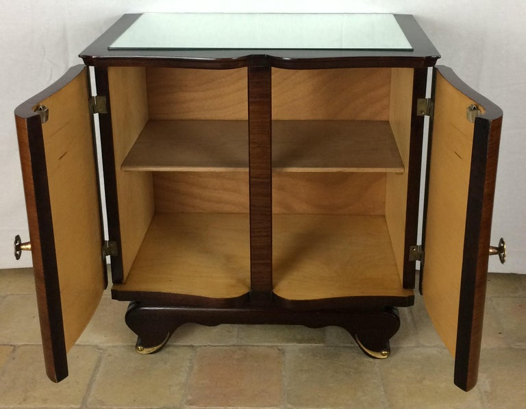 Elegant Pair of French Art Deco Nightstands or Side Tables, Rosewood In Good Condition For Sale In Arles, FR