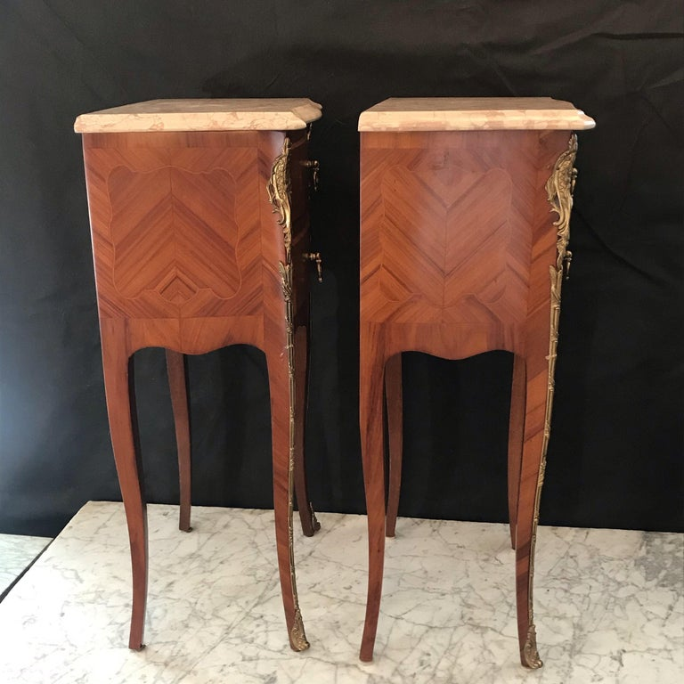 Elegant Pair of French Louis XV Marble-Top Nightstands For Sale 6