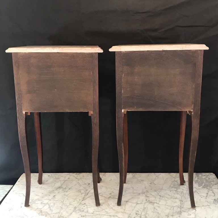 Elegant Pair of French Louis XV Marble-Top Nightstands For Sale 7