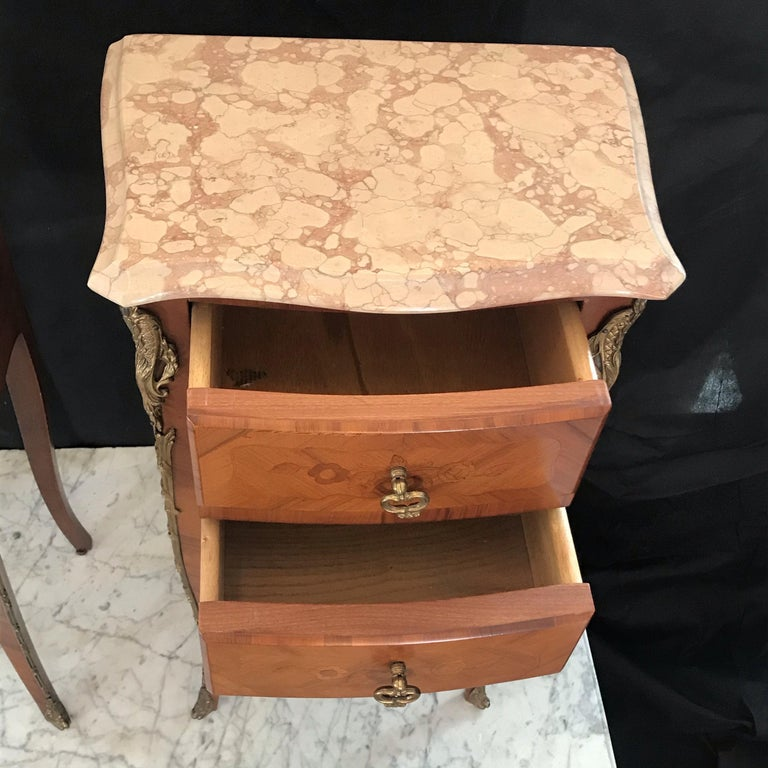 20th Century Elegant Pair of French Louis XV Marble-Top Nightstands For Sale