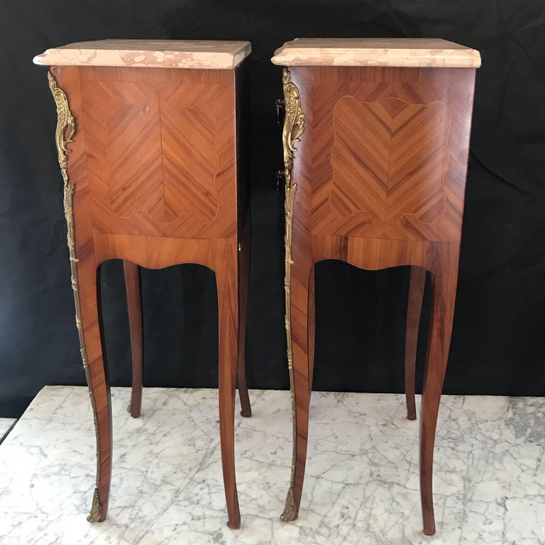 Mahogany Elegant Pair of French Louis XV Marble-Top Nightstands For Sale