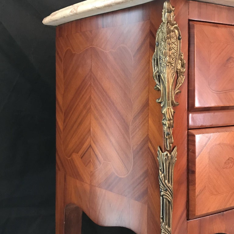 Elegant Pair of French Louis XV Marble-Top Nightstands For Sale 1