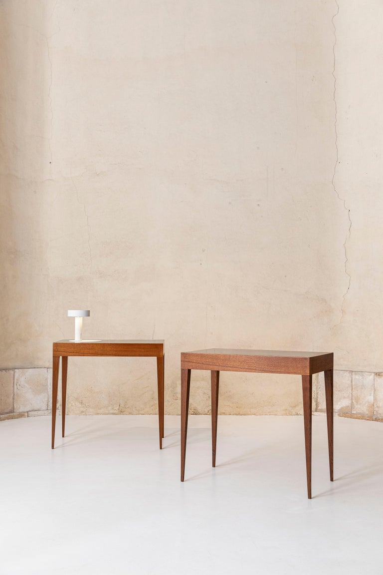 Mid-20th Century Elegant Pair of Italian Midcentury Tables in the Style of Gio Ponti For Sale