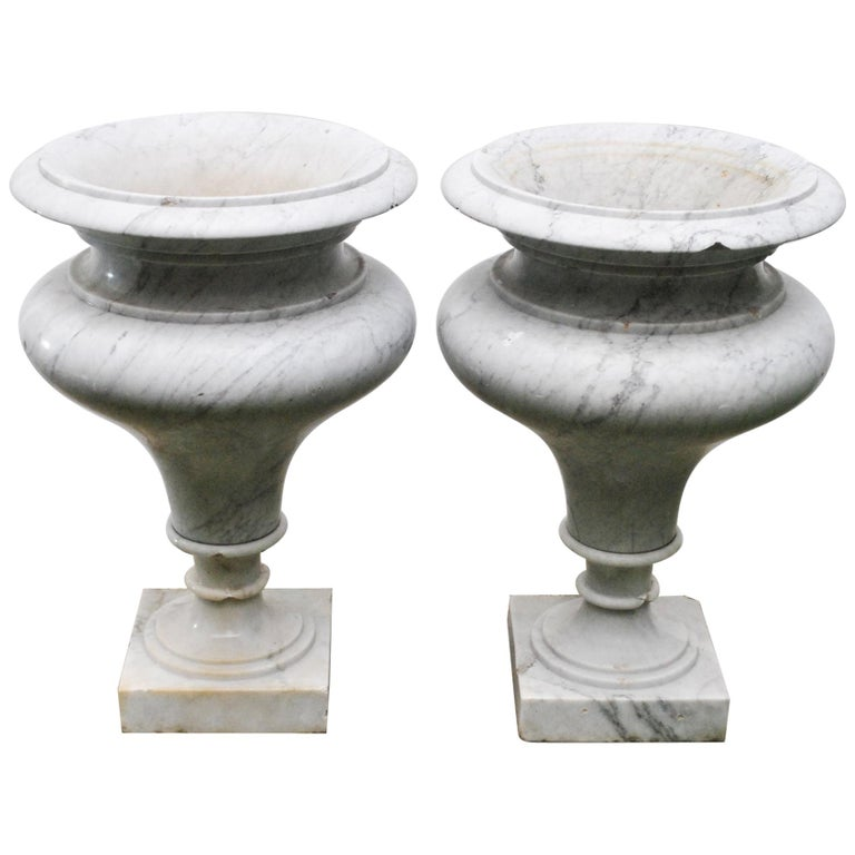 Elegant Pair of Large Carrara Marble Vases, Period Early 20th Century For Sale