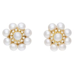 Elegant Pair of Pearl Earrings with Diamonds Accents, Set in 18K Yellow Gold