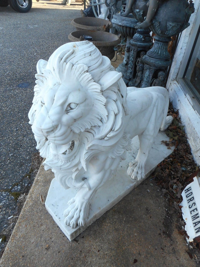 Country Elegant Pair of White Marble Lion Statues For Sale