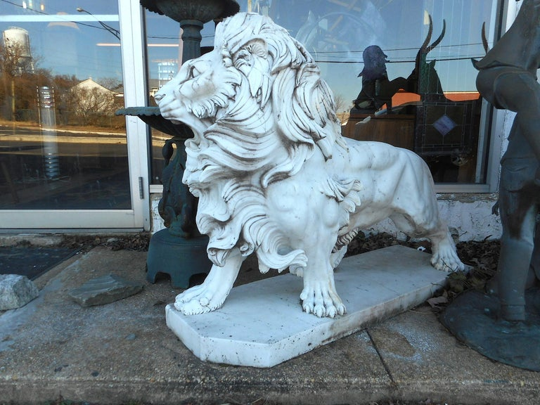 Elegant Pair of White Marble Lion Statues For Sale 2