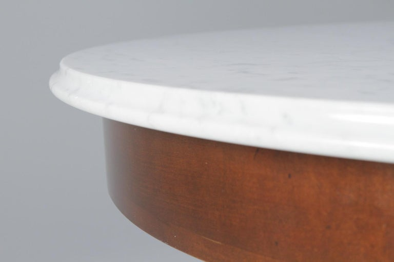 Elegant Regency Style Round Marble Top and Mahogany Center Table by Baker In Excellent Condition For Sale In Hopewell, NJ