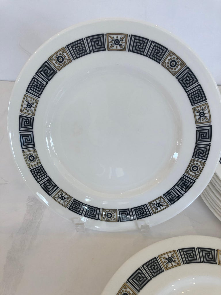 Elegant Set of 12 Wedgewood Greek Key Motife Service Dinner Plates In Excellent Condition For Sale In Hopewell, NJ