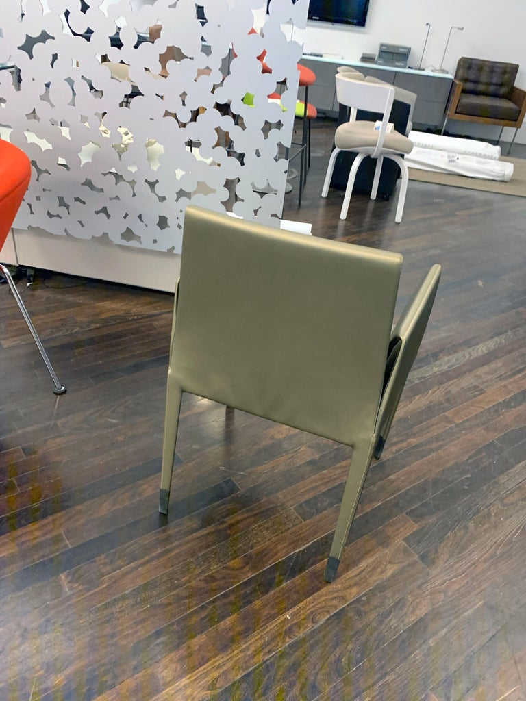 Elegant Set of Four Mari Chairs In Good Condition For Sale In New York, NY