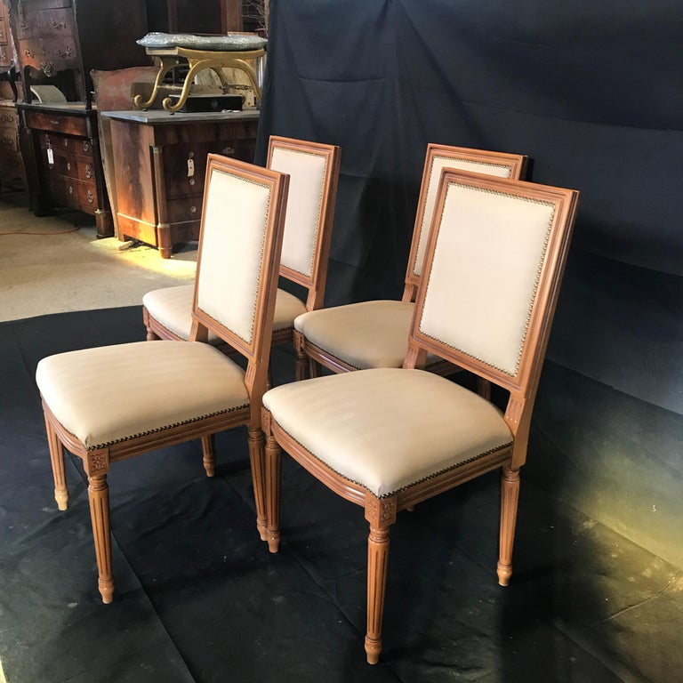 Elegant Set of Louis XVI Style Walnut and Upholstered Dining Chairs In Good Condition For Sale In Hopewell, NJ