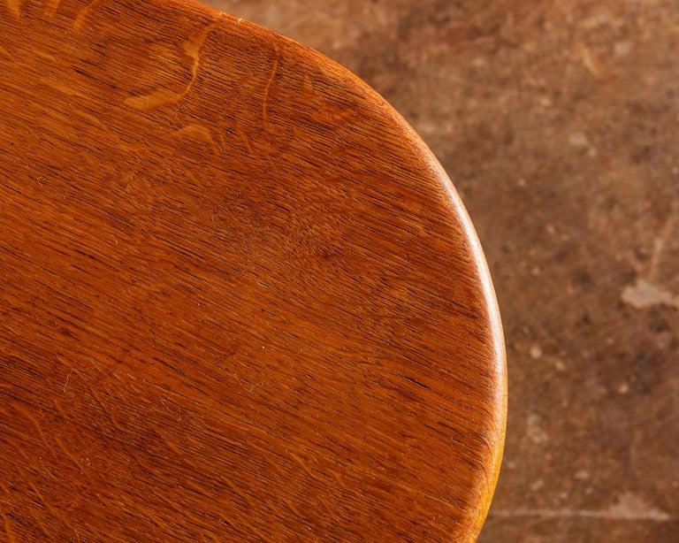 Elegant Side Table in Oak by Fritz Hansen, Denmark, 1940s 6