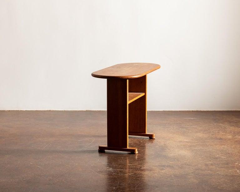 Scandinavian Modern Elegant Side Table in Oak by Fritz Hansen, Denmark, 1940s
