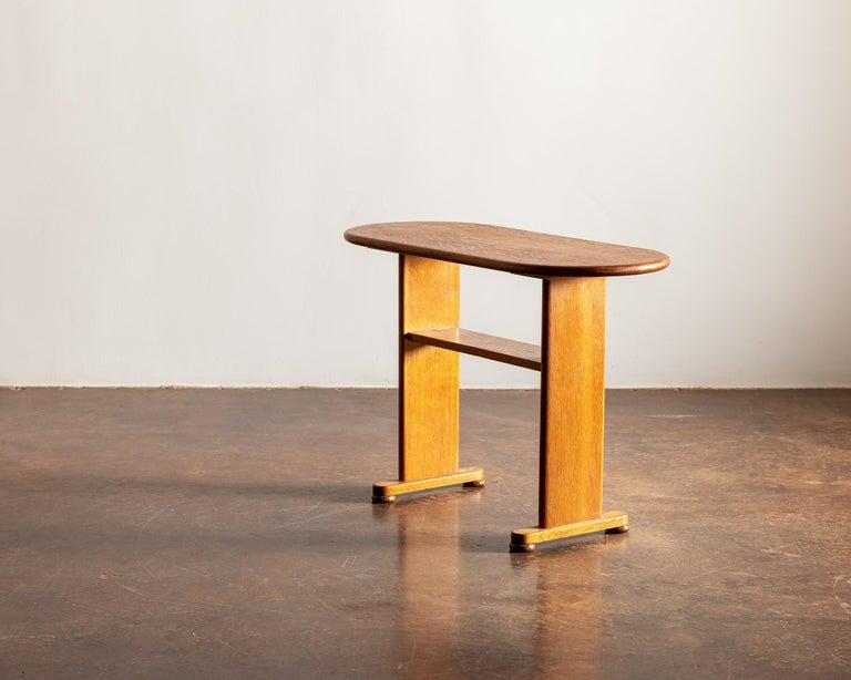 Danish Elegant Side Table in Oak by Fritz Hansen, Denmark, 1940s