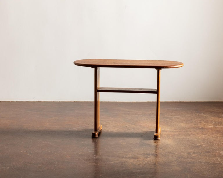 Elegant Side Table in Oak by Fritz Hansen, Denmark, 1940s In Good Condition In Santa Fe, NM