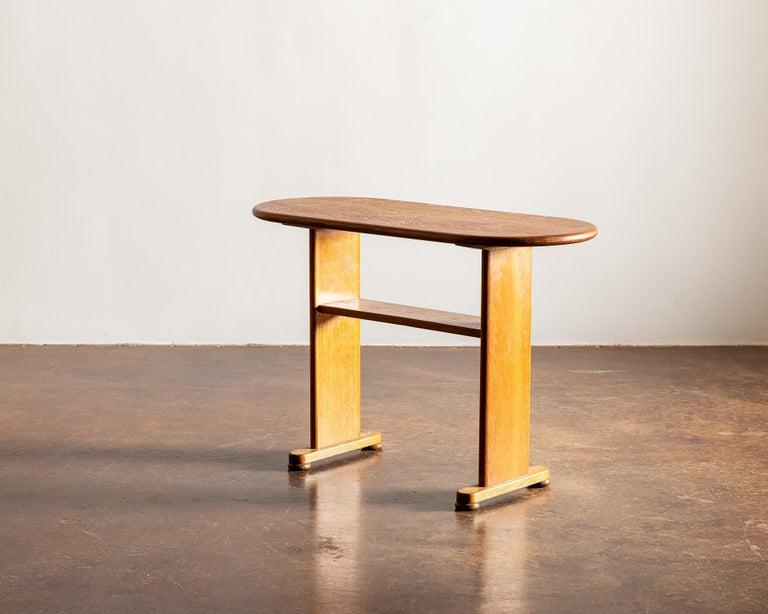 Mid-20th Century Elegant Side Table in Oak by Fritz Hansen, Denmark, 1940s
