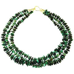 Gemjunky Elegant Three-Strand Necklace of Highly Polished Emerald Chips