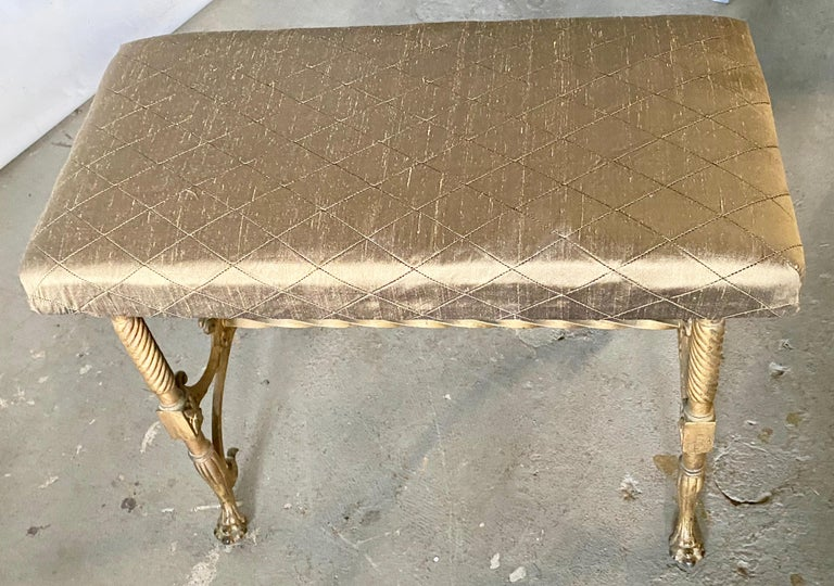 Elegant Vanity Seat or Bench In Good Condition For Sale In Great Barrington, MA