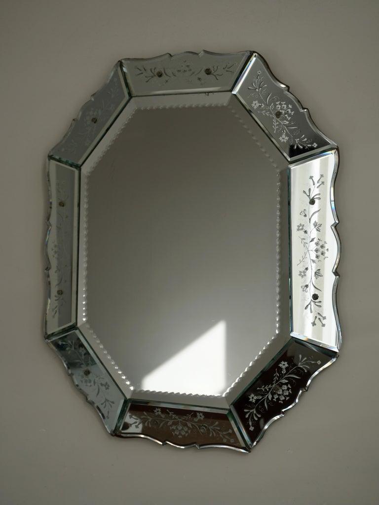 Mid-Century Modern Elegant Venetian Mirror For Sale